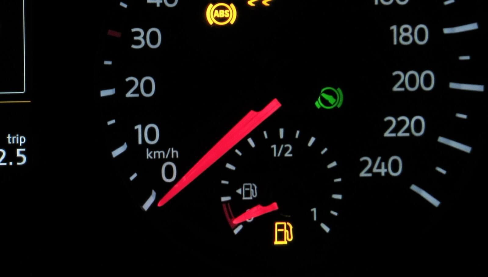 Andar com tanque na reserva pode trazer problemas para o seu carro